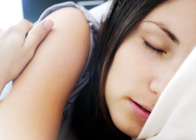 10 sinais de que anda a dormir pouco