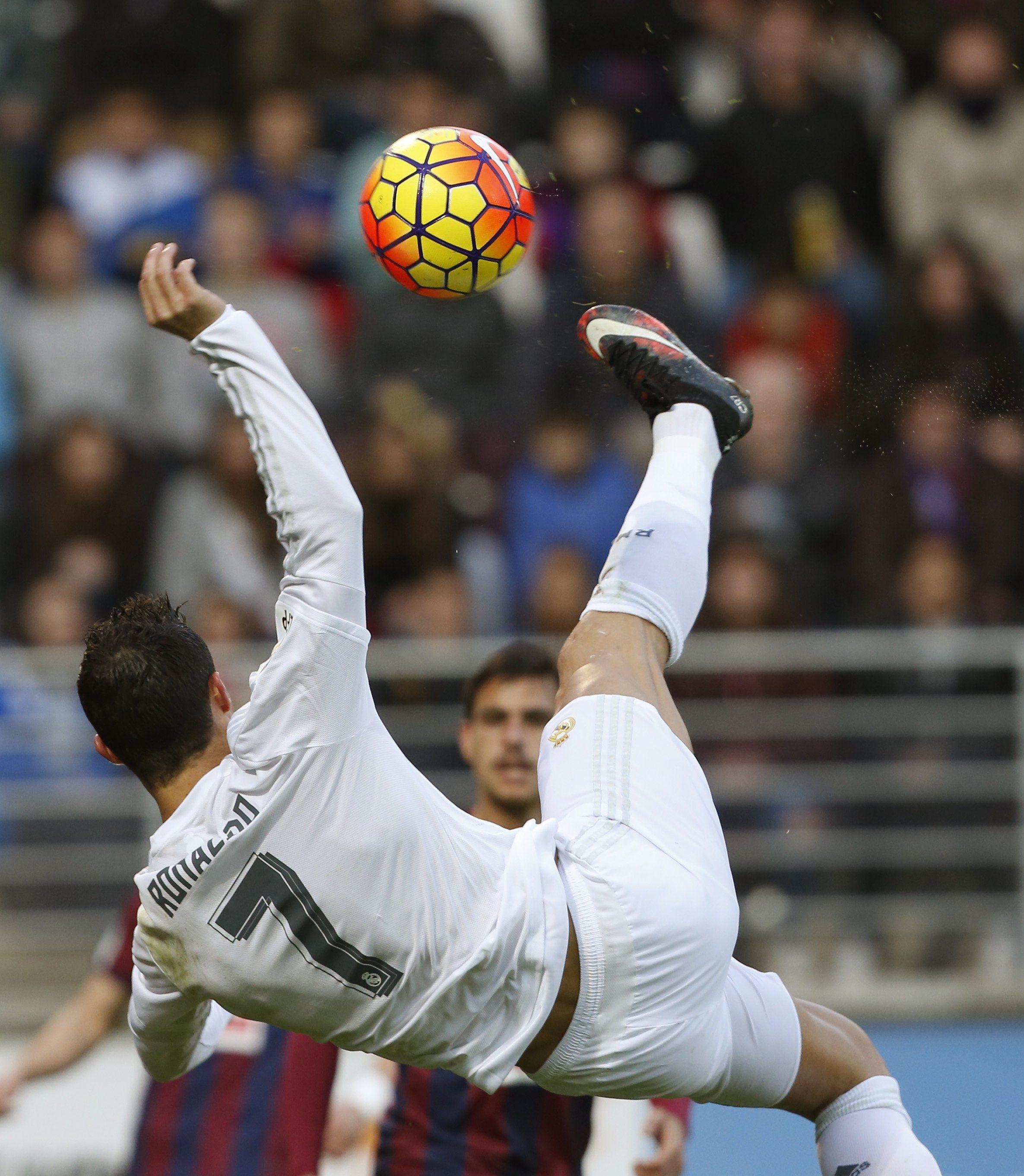 O Real Madrid regressou hoje aos triunfos na Liga espanhola de futebol f2eb1f592766b